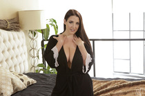 bountiful_breasts_with_angela_white_001.jpg