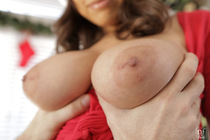 a_busty_christmas_with_ella_knox_041.jpg