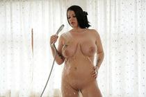oiled_up_with_anissa_jolie_001.jpg