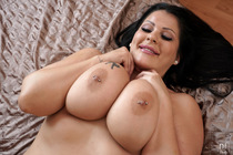 oiled_up_with_anissa_jolie_106.jpg