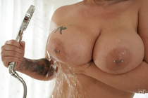 oiled_up_with_anissa_jolie_005.jpg